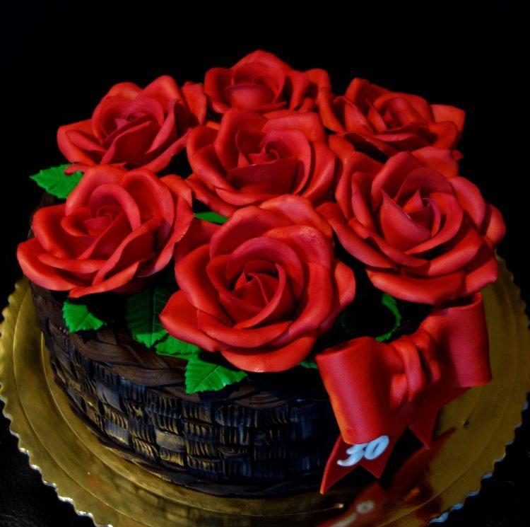 košík s ružami