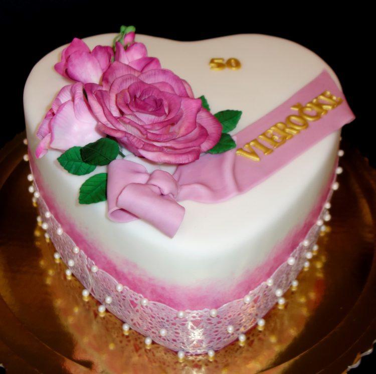 srdce s fréziou a ružami