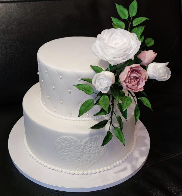 Svadobná s ružami z jedlého papiera