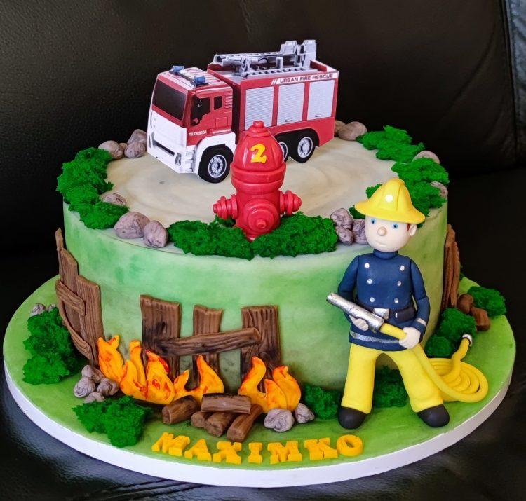 s hasičom